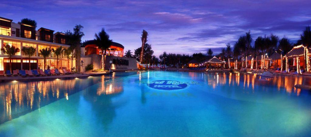 hrh_pattaya_sunset_pool